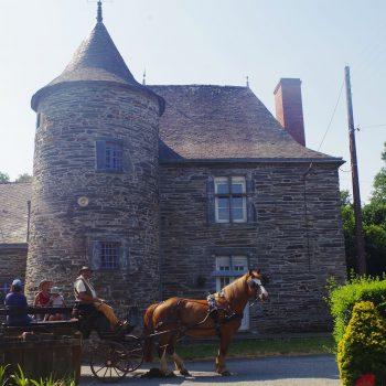 Manoir de Trémelan sortie calèche Guémené-Penfao découverte du patrimoine bâti à cheval chemins ombragés circuit commenté Pays de Redon proche de Blain Derval Le Gâvre