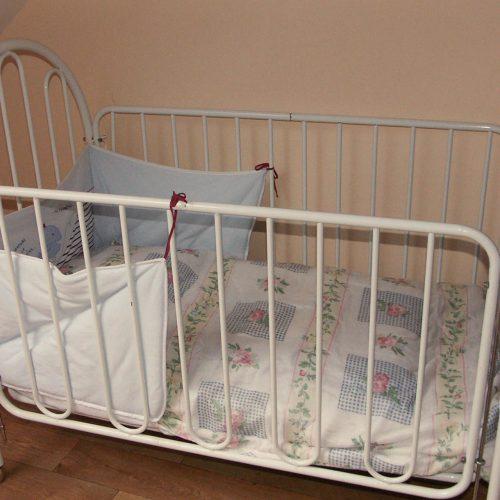 lit bébé vacances avec enfants gîte Prairie de Callac 44 Bretagne Sud Loire Océan
