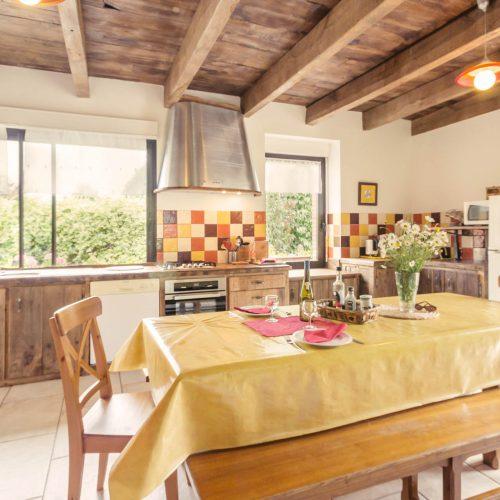 salle à manger en bois naturel gîte prairie de callac Guémené-Penfao 44