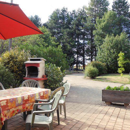 terrasse-barbecue gîte prairie Guémené-Penfao vacances campagne plein air Bretagne Sud Loire Océan
